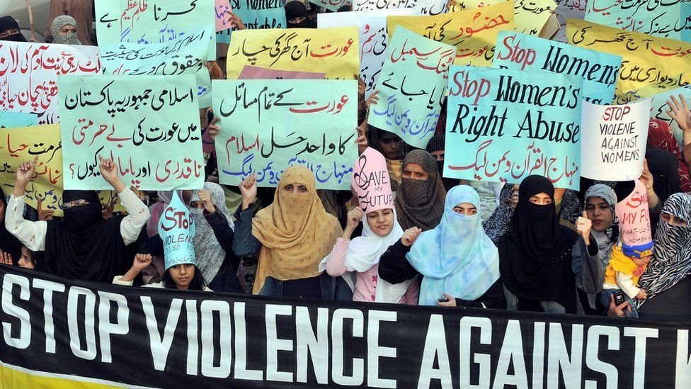 Activists protest against 'honour killings' of women in Lahore in 2008