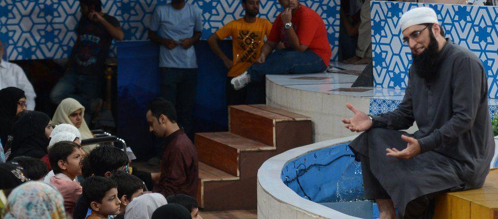 Junaid Jamshed preaching