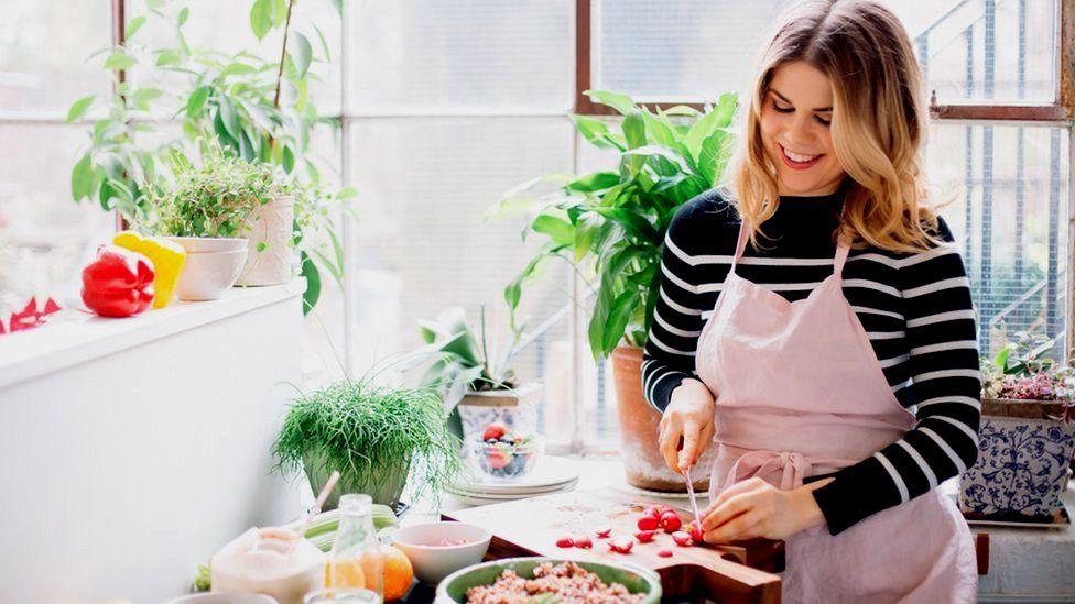 Madeleine Shaw preparing food
