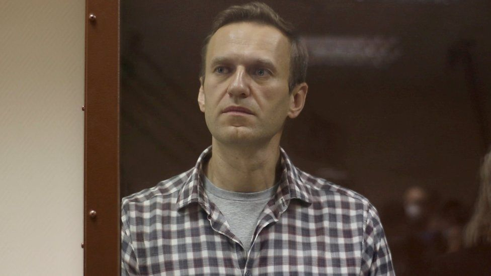 Navalny: Jailed Putin critic 'losing sensation in legs and hands' thumbnail