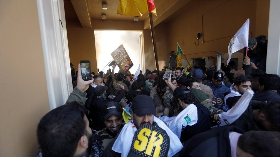 Protesters enter the US embassy compound in Baghdad, Iraq (31 December 2019)