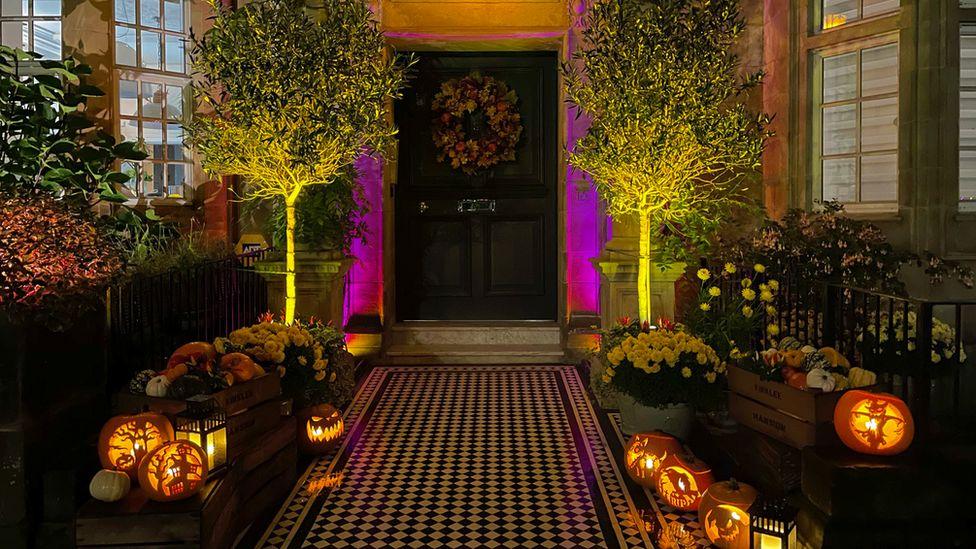 Doorstep pumpkins