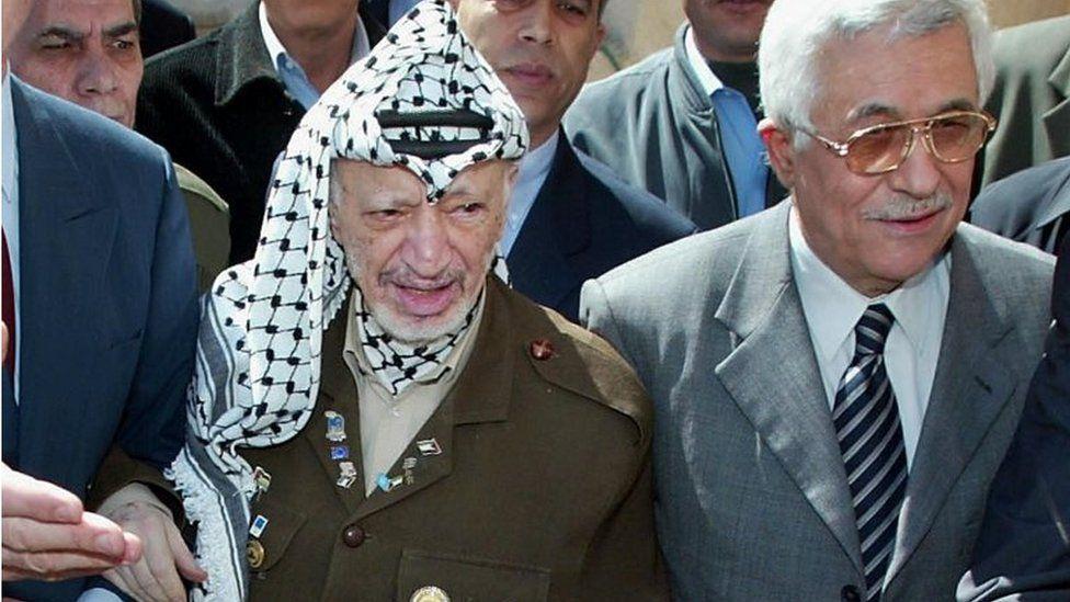 Mahmoud Abbas (right) and Yasser Arafat (March 2003)