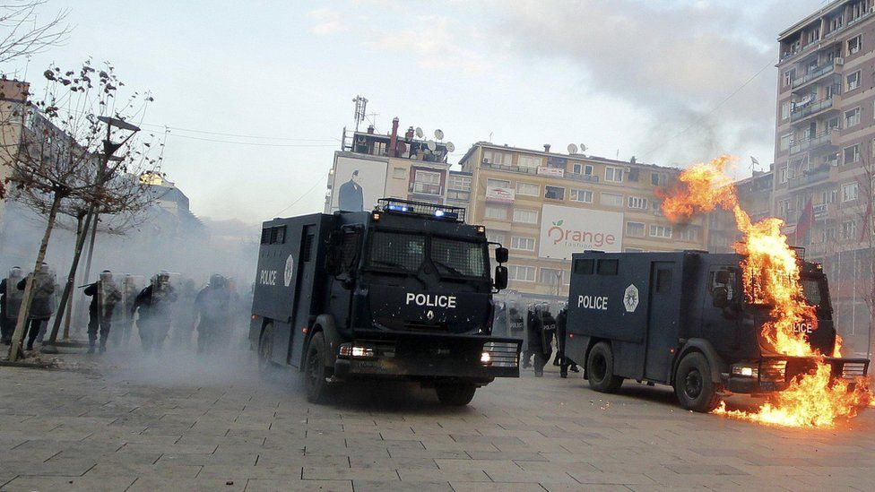 Police vehicle in Pristina set on fire (9 January)