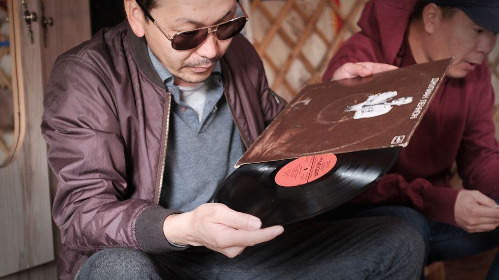 Boldoo looking at a record