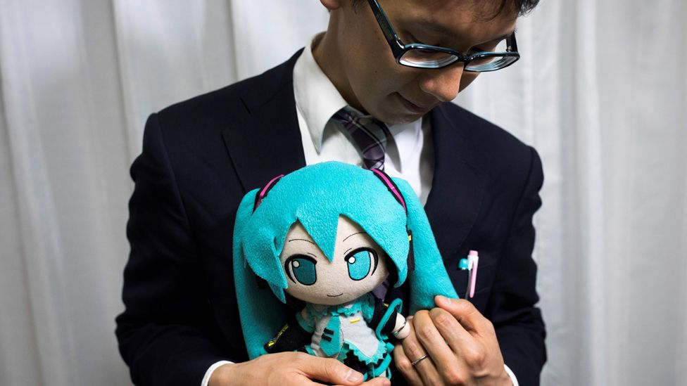 "Akihiko Kondo and Miku, a week after their ""wedding"""