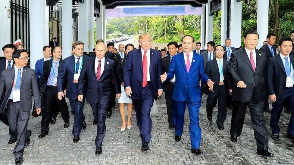"Donald Trump walks next to Vladimir Putin and other world leaders on the way to the ""family photo"" at the Apec summit"