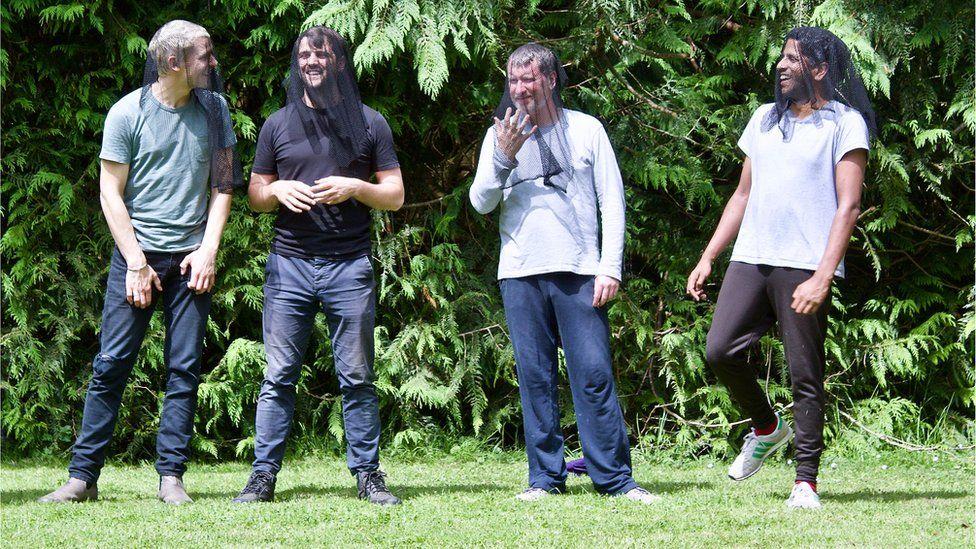 Max Bennett (Sir Toby Belch), Rhys Rusbatch (Feste / Valentine), Paul Brendan (Captain / Priest), Prasanna Puwanarajah (Orsino)