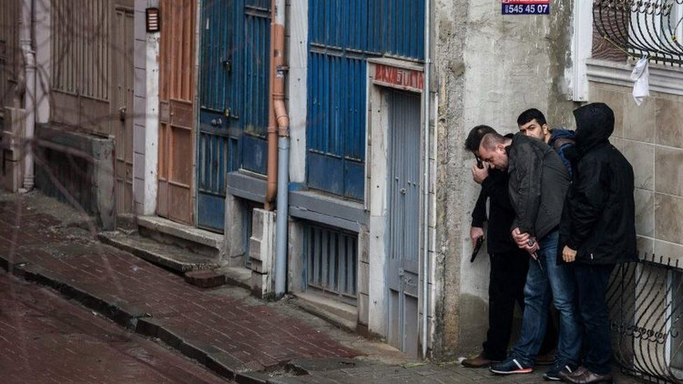 Plain clothes policemen take cover during clashes with two female assailants (03 March 2016)