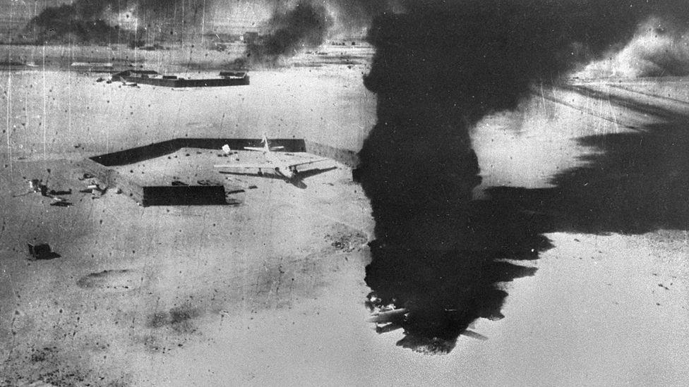 Mısır'in imha edilen bir hava üssü 5 Haziran 1967