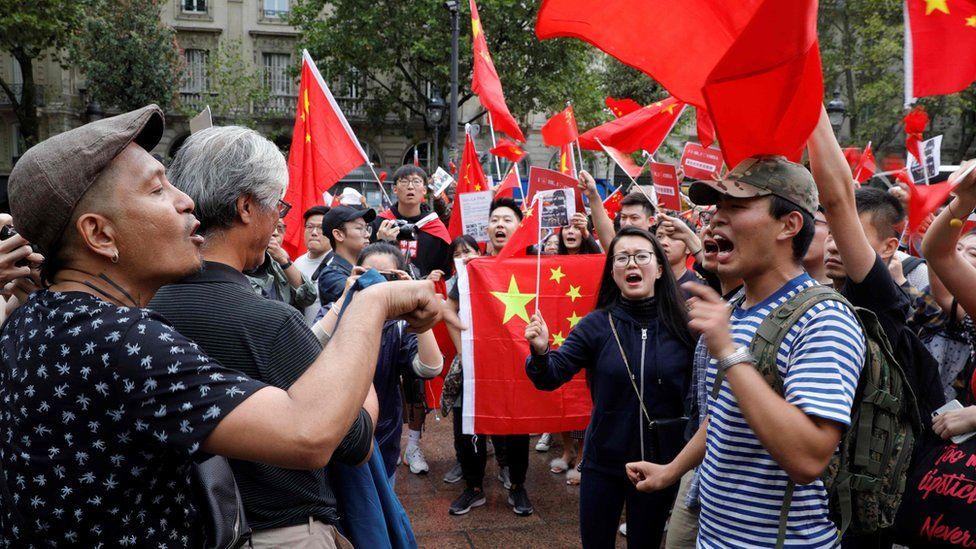 Ở Paris đã có những tranh luận gay gắt giữa những người ủng hộ các cuộc biểu tình ở Hong Kong và những người ủng hộ chính quyền Bắc Kinh