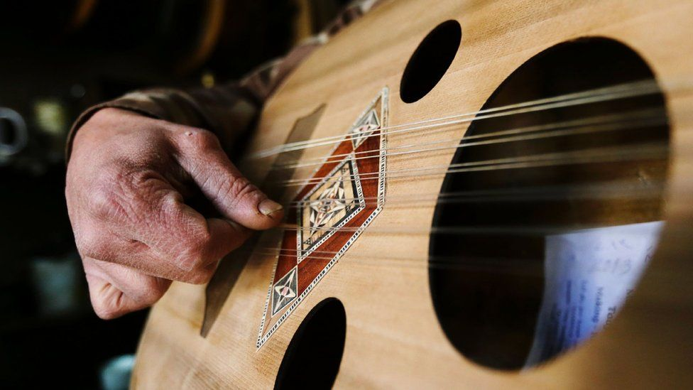 File image showing a man playing an oud (4 January 2017)