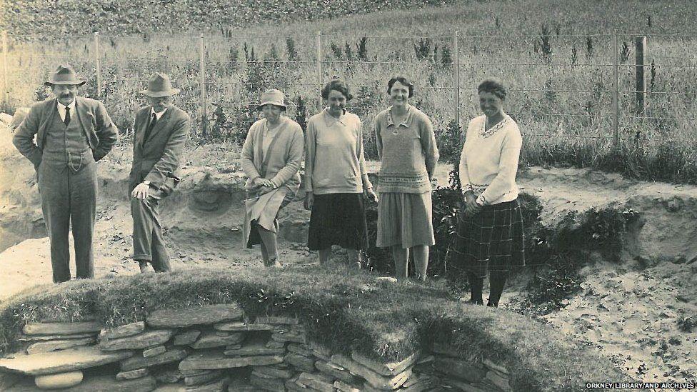Four women and Prof Gordon Childe