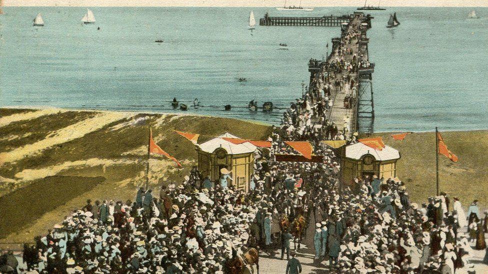 Postcard of the Queen's Pier in Ramsey, Isle of Man