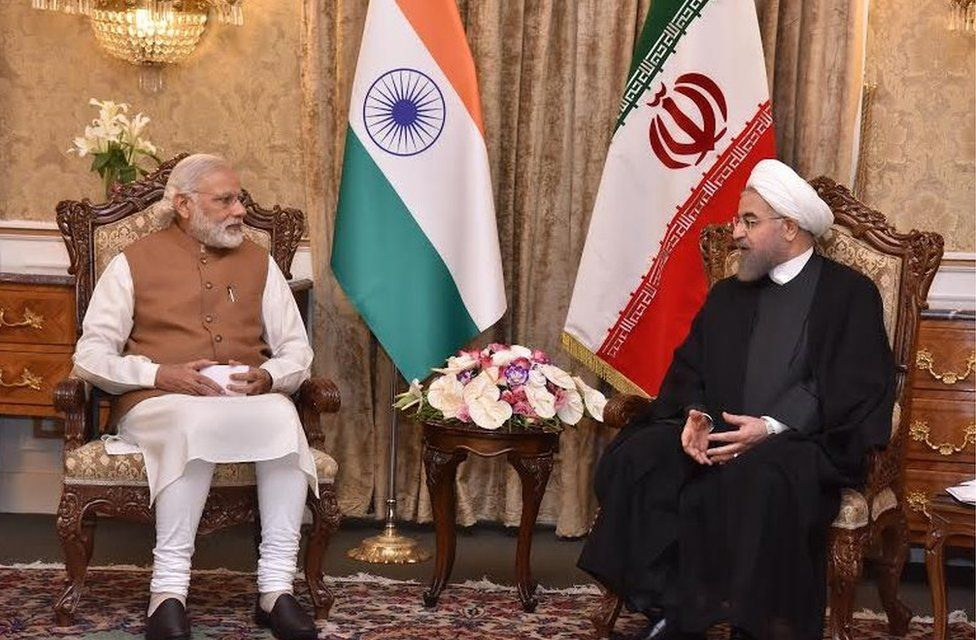Prime Minister Modi (L) is holding talks with President Rouhani