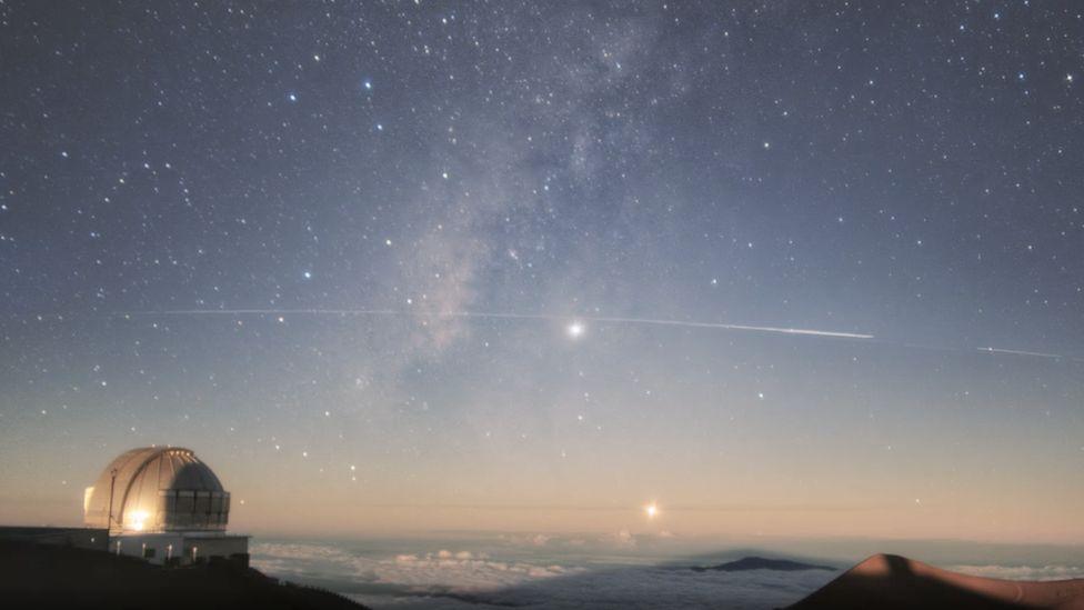 Gemini observatory images of Starlink satellites
