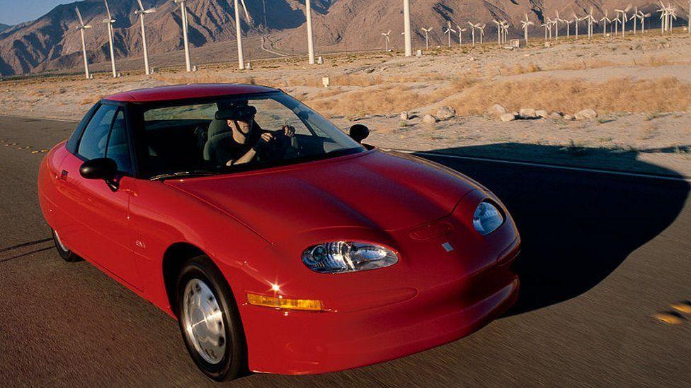 Coche eléctrico ecológico de General Motors, el EV1, enero de 1998