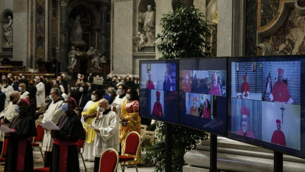 Cardinals join the consistory via video link