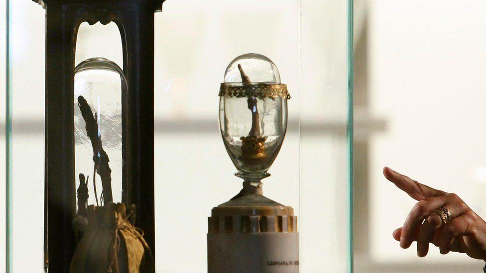Los ojos de Einstein y el pene de Napoleón: algunas de las reliquias más extrañas de la historia