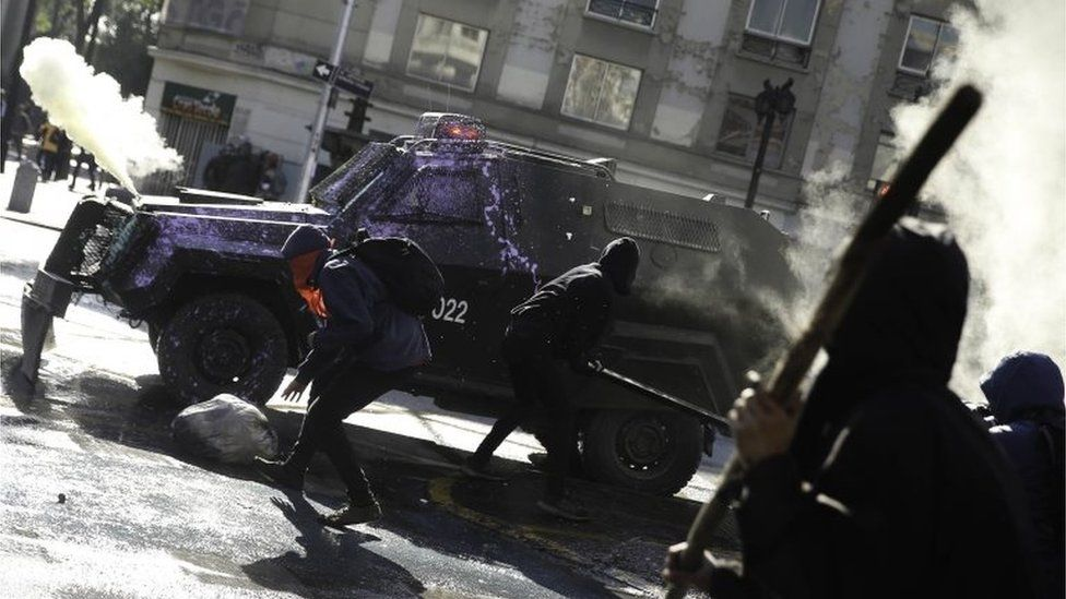Demonstrators clash with the police during a protest in Santiago, Chile, 06 June 2018