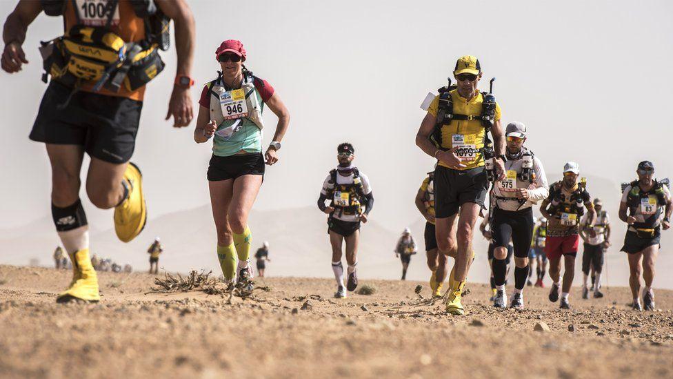People run in the Marathon des Sables