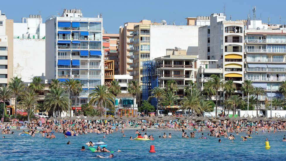General view of holidaymakers along the beach in El Arenal in Palma de Mallorca on 17 June 2011