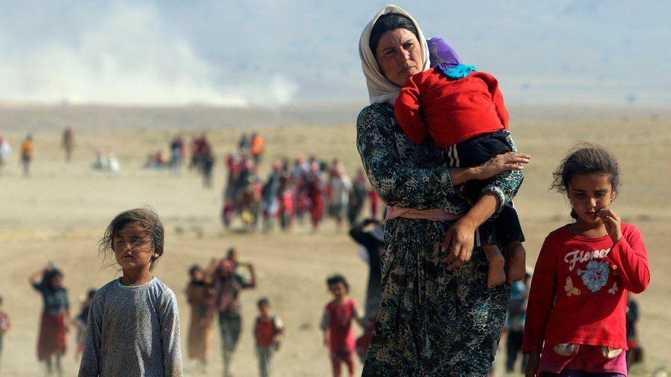 Displaced Yazidis flee the northern Iraqi region of Sinjar (11 August 2014)