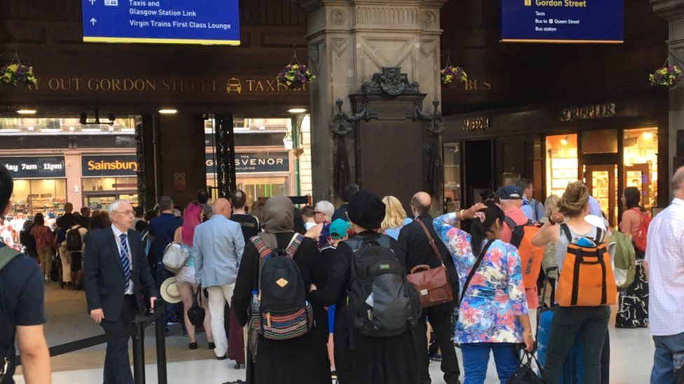 Passengers stuck at Glasgow Central