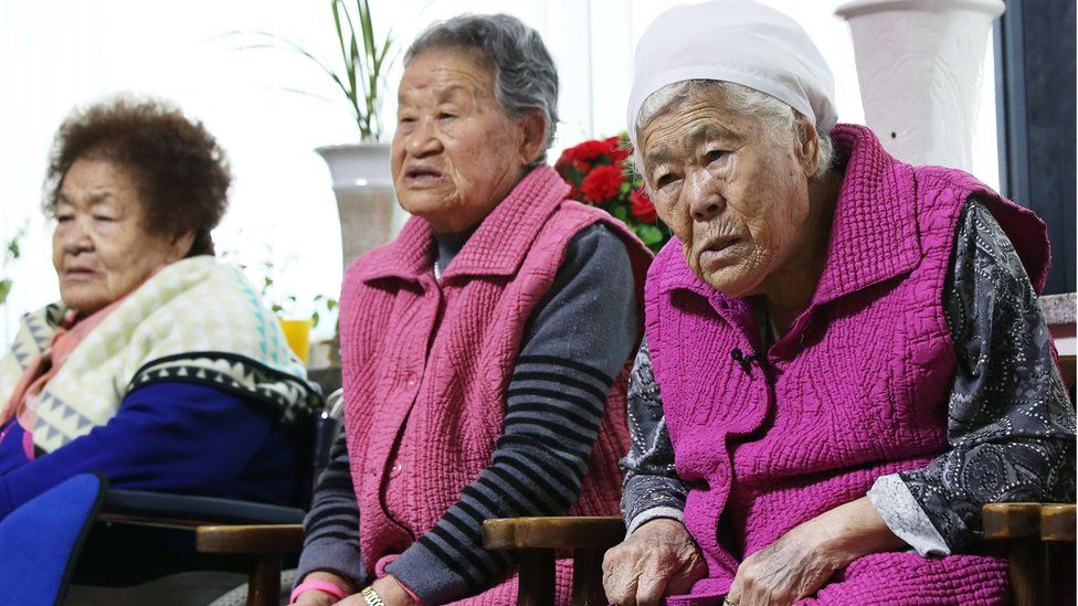 South Korean elderly women who were forced to serve as sex slaves watch a broadcast of a joint press briefing of South Korea and Japan Foreign Ministers on 28 December
