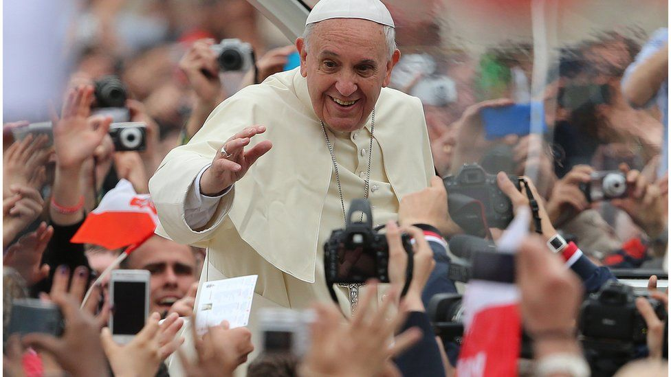 Pope Francis in Dublin greeting crowds