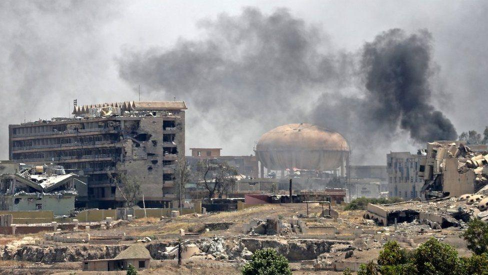Smoke billows in a district of west Mosul, near al-Shifa hospital, on 30 May 2017