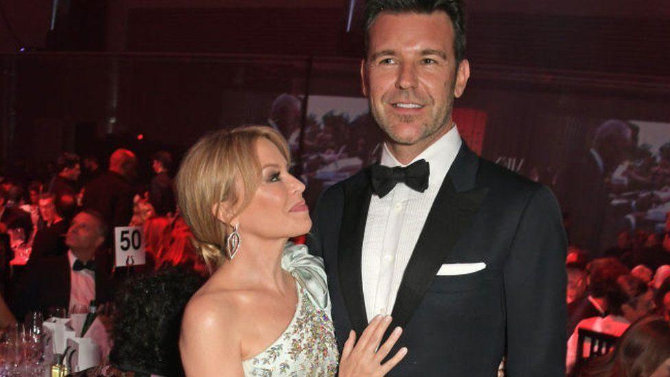 Kylie Minogue gyda'i phartner Paul Solomons