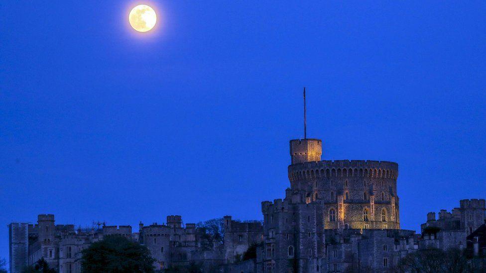 Розова супер луна над Европа: Най-ярките /СНИМКИ/