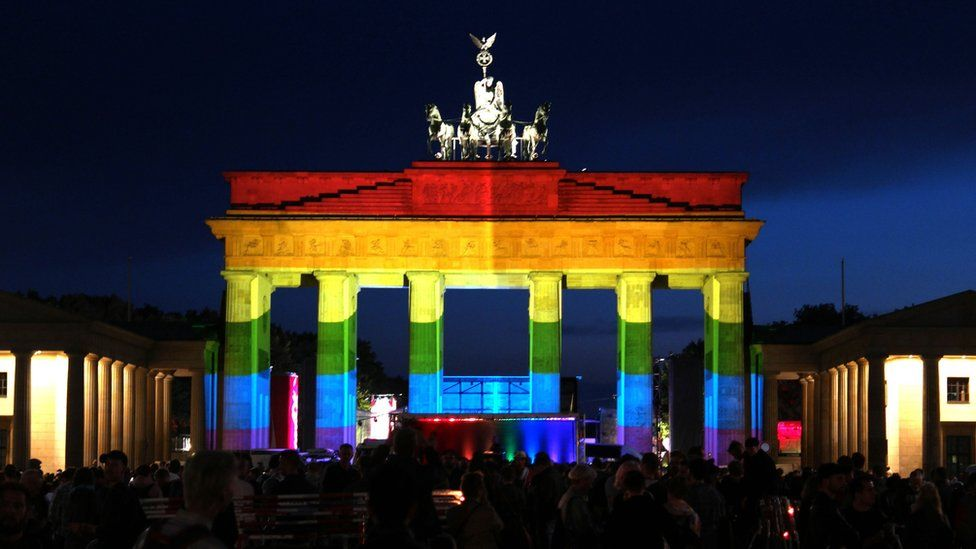 Brandenburg Gate lit in rainbow colours during vigil after Orlando mass shooting, 18 June 2016