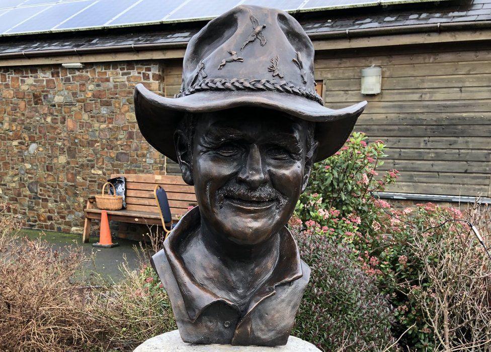 Johnny Kingdom bust