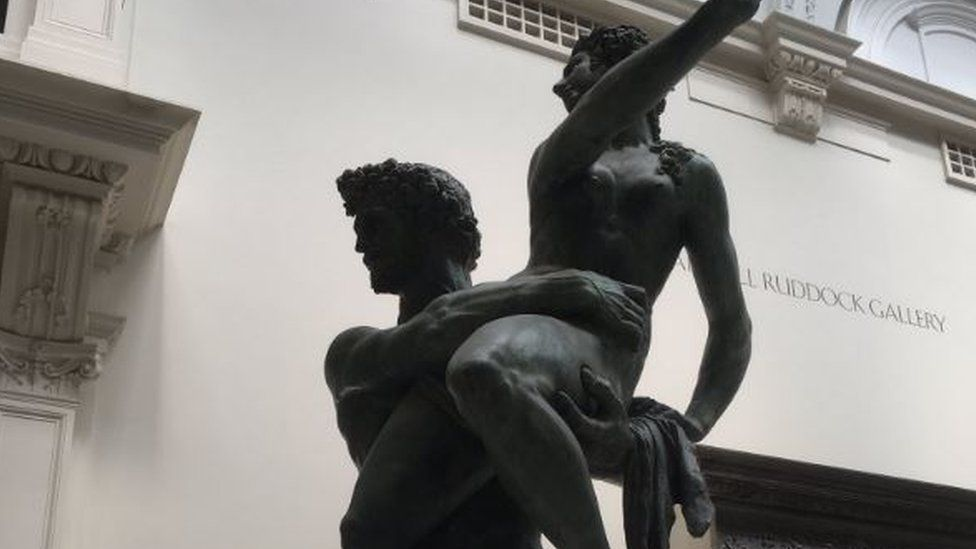 Photo of a naked man and woman sculpture at the V&A