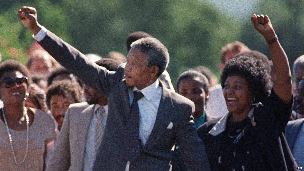 Mandela leaves prison in 1990