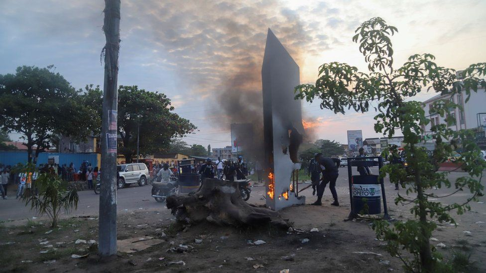 Residents set fire to mysterious monolith that appeared in Kinshasa, DR Congo