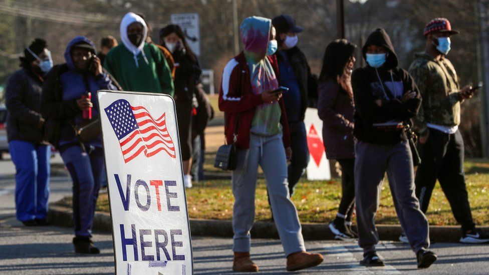 Image shows voters in the US