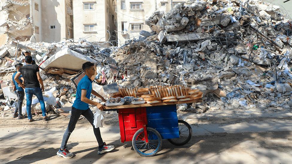 Bread seller on Gaza City on 19 May