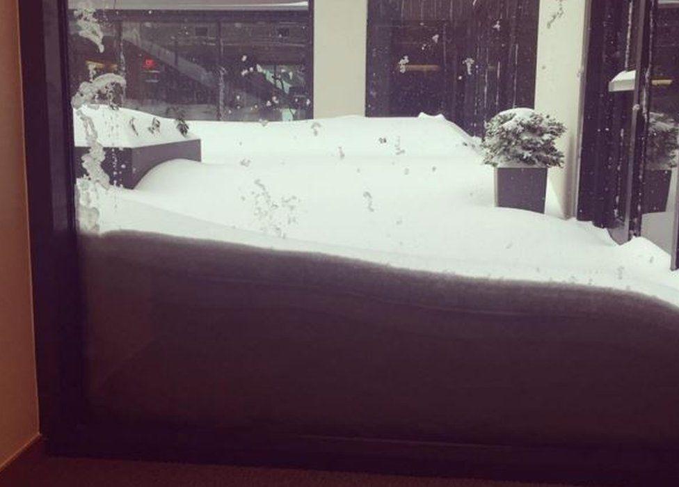 Snow outside window in Washington DC -23 January 2016
