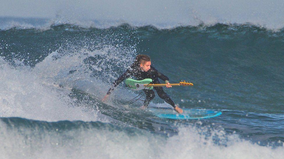 Surfing guitarist