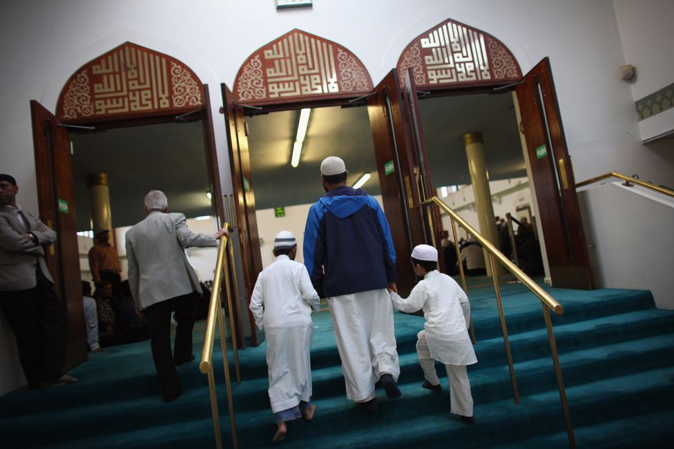 Muslim men and boys arrive to pray before Iftar, the evening meal in the Muslim holy month of Ramadan at the London Muslim Centre