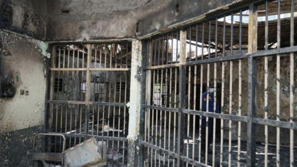 Indonesia prison fire: Tangerang jail blaze kills 41 inmates - BBC News