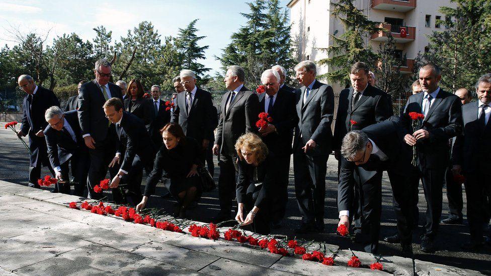 Diplomats and ambassadors laid red carnations at the site of the Ankara blast (19 Feb)