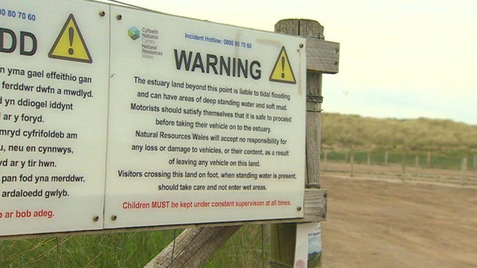 Soft mud warning sign on Talacre beach