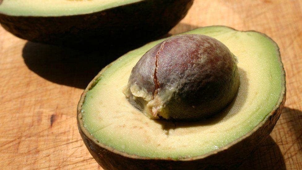 Kenyans cash in on avocado craze - BBC News