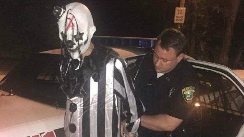 La detención de un individuo disfrazado de payaso en Kentucky se suma a la alarma creada por casos similares en EE.UU.