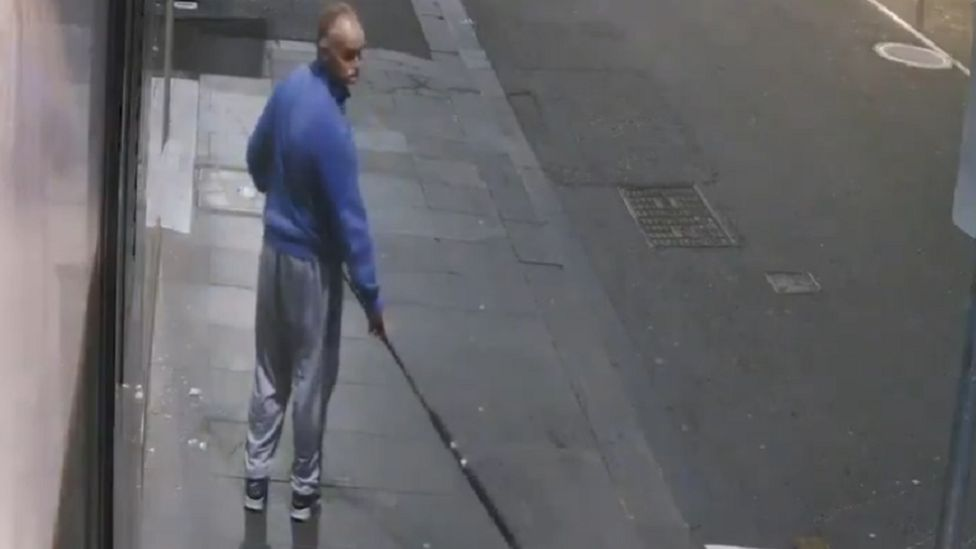 Australian thief uses fishing rod to steal Versace necklace