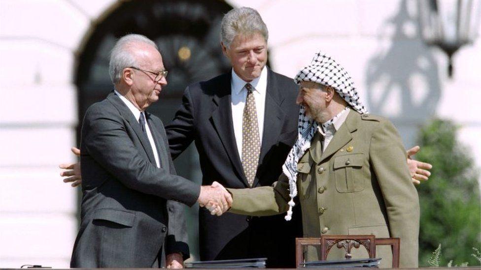 Yitzhak Rabin (left), Bill Clinton and Yasser Arafat (Sept 1993)
